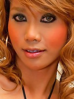 Doll-faced ladyboy Moo getting her dosage of meat