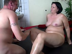 Fat Older Bitch Receives A Cock Inside Her After A Long Time