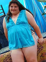 BBW Amateur in Blue Lingerie Get Naked and Posing