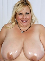 free bbw pics BBW lets her tongue and...