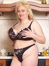 Kinky plump woman shows giant tits