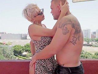 Juggy Hooker With Plump Ass Amaranta Hank Is Fucked By One Brutal Jock