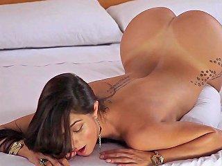 Playboy Belen Lavallen Showering