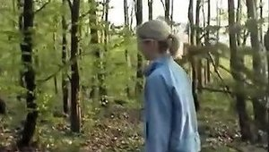 Outgoing Girl Fucked In A Park