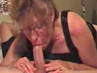 Amateur Milf Gives A Deepthroat To Die For Free Porn De