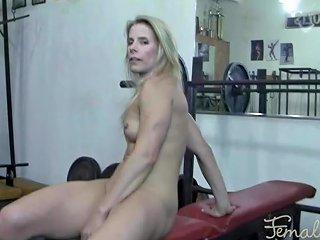 Mature Female Bodybuilder Masturbates In The Gym Porn Fa