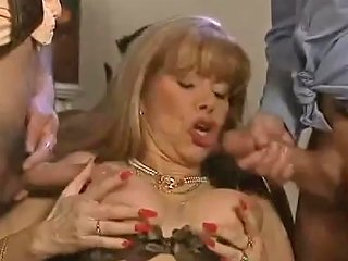 Cumshoots On Mature Queen Babette Blue