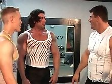 Sexy muscle gay men meet in the gym