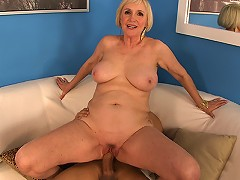 free video She Knows How To Use It!