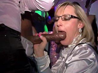 Many Classy Chicks To Fuck At Party