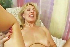 Mature On Teen Lesbo Duo Dildo Fucking Part2