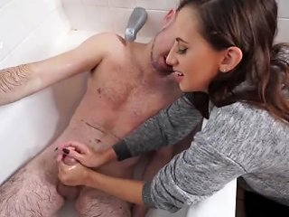 Quick Jackings Son Records Niece And Dads Steamy Bathroom Randevu