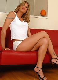 Sweet tgirl Angelina exposin...