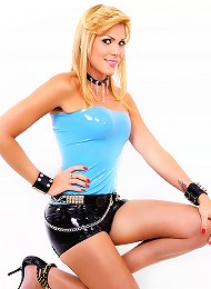 Blonde latex clad shemale ho...