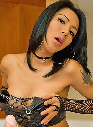 Hot t-girl in a funky bra to...