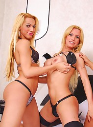 Shemale beauties fuck and suck each other